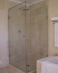 Frameless showers hinged door with return panel