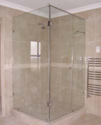 Frameless showers hinged door off return panel