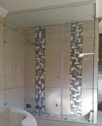 Steam shower with ceiling